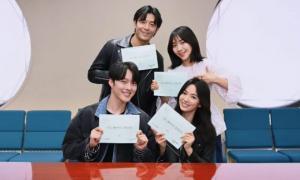Song Hye Kyo đẹp đôi bên người tình màn ảnh kém 11 tuổi