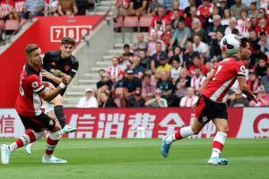 Hòa Southampton dù đá hơn người, M.U nối dài chuỗi không thắng