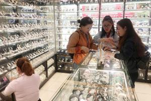 """Thế Giới Di Động bán đồng hồ """"đắt như tôm tươi"""", mỗi ngày bán 1.400 chiếc"""