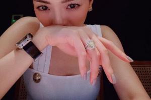 Lệ Quyên khoe từ nhẫn kim cương đến đồng hồ 4,2 tỷ, nhìn mà choáng