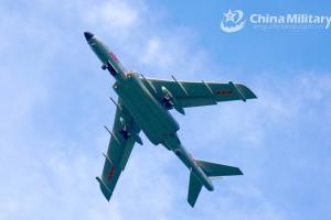 Máy bay ném bom Trung Quốc lộ điểm yếu khi tuần tra cùng Nga