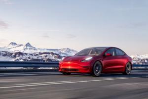 Tesla Model 3 phát nổ trong nhà để xe