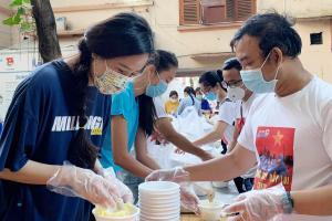 Mai Phương Thúy làm tình nguyện viên chống dịch